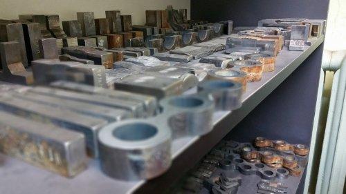 Badania mikro, makro i pomiary twardości. Próbki po badaniach. Typowe i nietypowe kombinacje kształtów i materiałów.